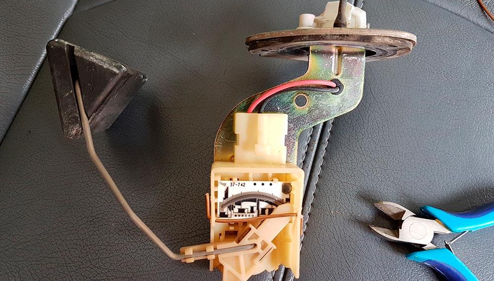 Как починить датчик уровня топлива в машине