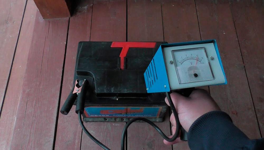 Правильная проверка аккумулятора нагрузочной вилкой