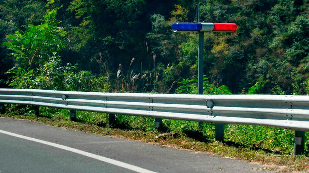 Сине-красные мигалки на дороге
