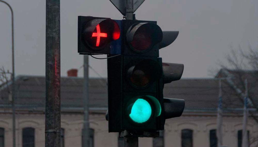 Значение красного плюса на светофоре
