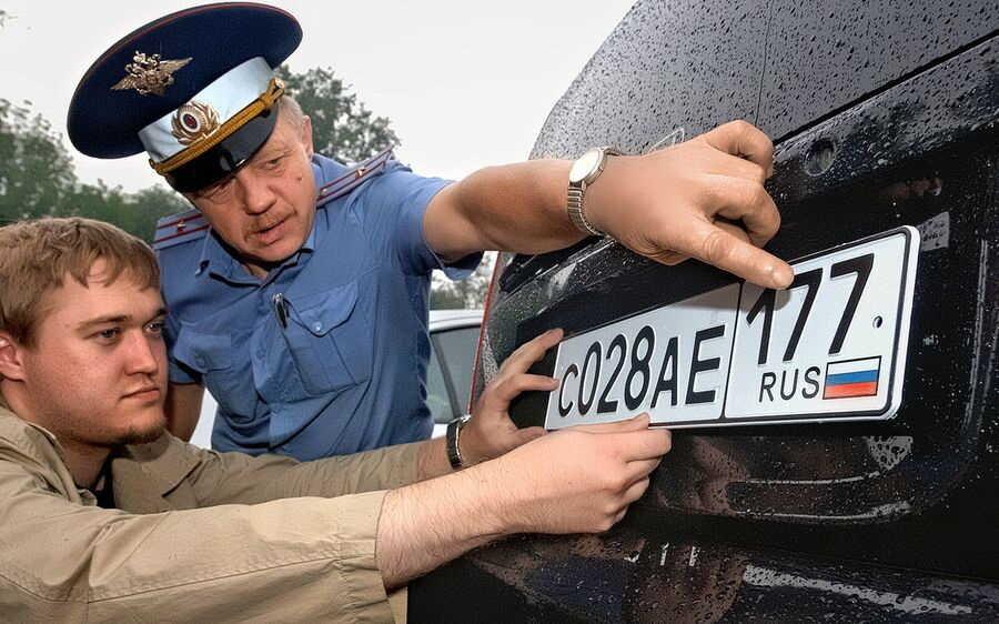 Фиксация на машине регистрационного знака